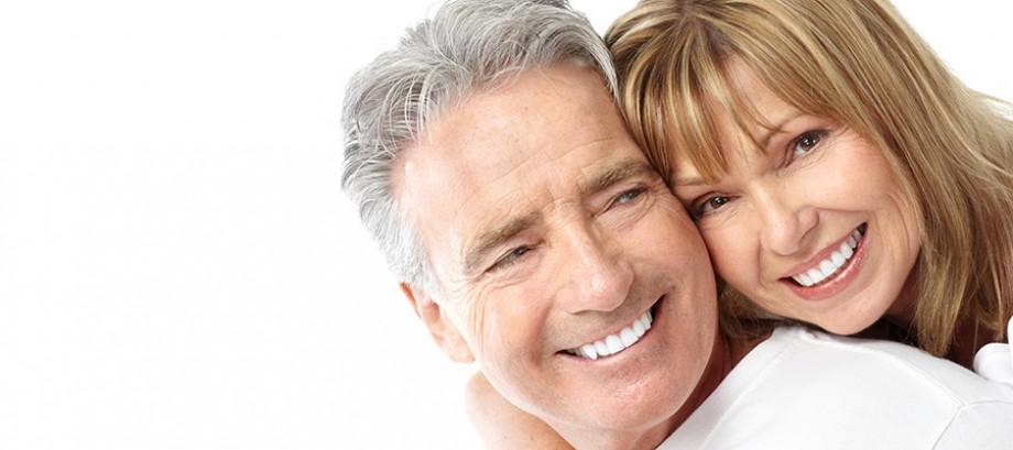 <strong>Prótesis Dentales</strong><br>Fijación y limpieza de dentaduras postizas