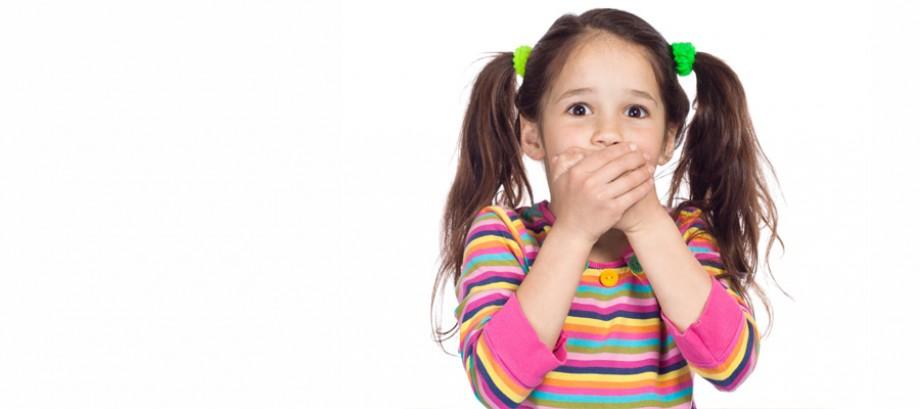 <strong>HIGIENE ORAL<br>INFANTIL</strong><br>Cuidado específico para<br>bebés e crianças
