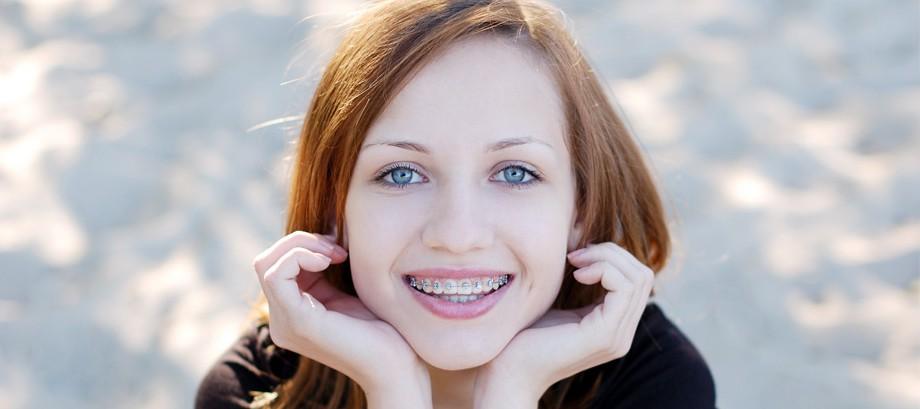 <strong>ORTODONCIA</strong><br>Protección y limpieza<br>de dentaduras postizas